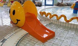Pooljoy-Smiley-slide_on-pool-edge